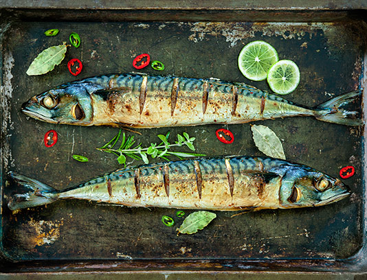 عکس ماهی پخته با دورچین سبزیجات