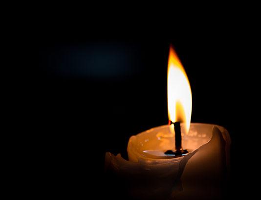 پس زمینه شمع روشن