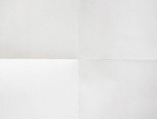 عکس کاغذ سفید تا کرده