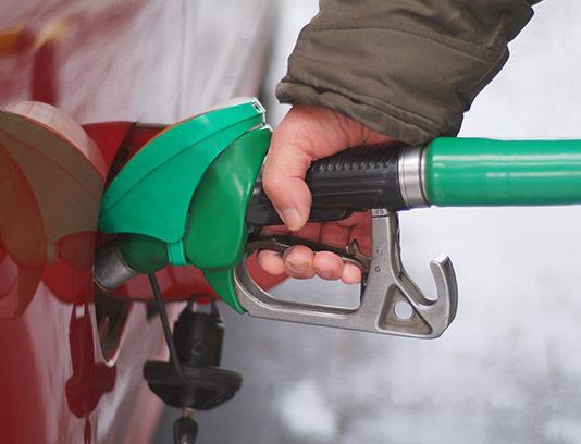 عکس بنزین زدن با کیفیت