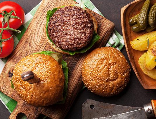 عکس همبرگر مخصوص با خیارشور