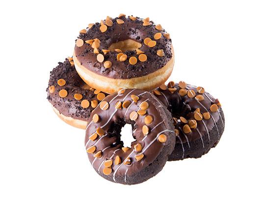 عکس دونات شکلاتی با ترافل