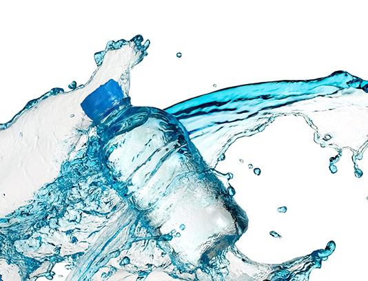 عکس آب معدنی با اسپلش آب