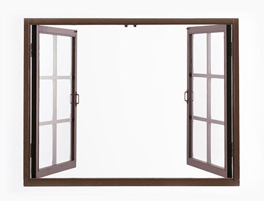 عکس پنجره چوبی قهوه ای
