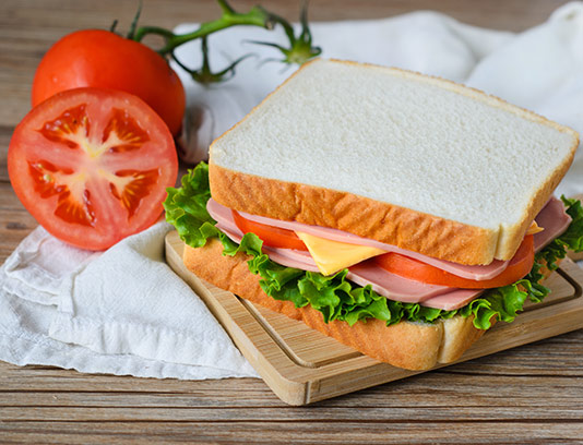 عکس ساندویچ ژامبون با نان تست