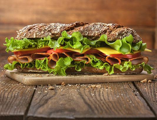عکس ساندویچ ژامبون با سبزیجات