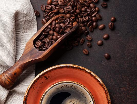 عکس فنجان و دانه های قهوه
