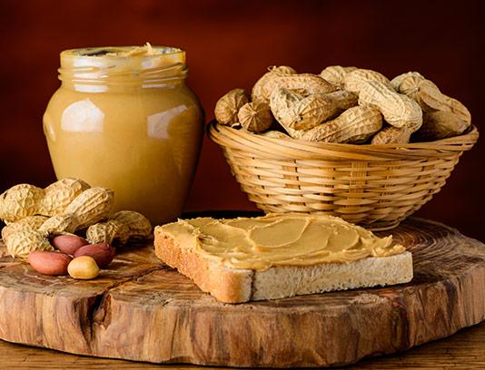 عکس کره بادام زمینی و نان تست