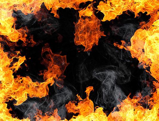 پس زمینه شعله های آتش