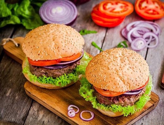 عکس همبرگر با سبزیجات