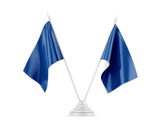 موکاپ پرچم رومیزی دوتایی